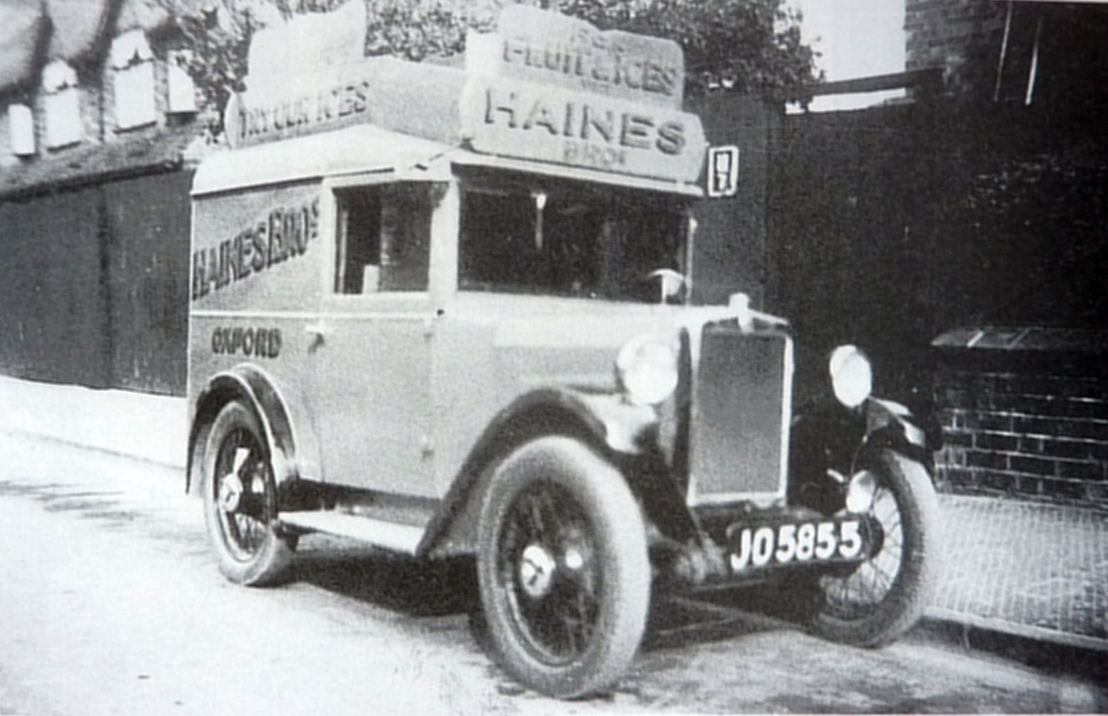 [Haines fruit  ice cream van from Changing Faces bk1 cropped]
